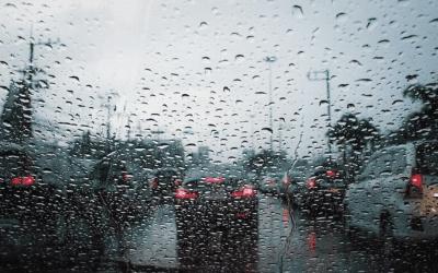 Čo by mali ozlom počasí vedieť aktívni šoféri? Ochrana auta za každých okolností