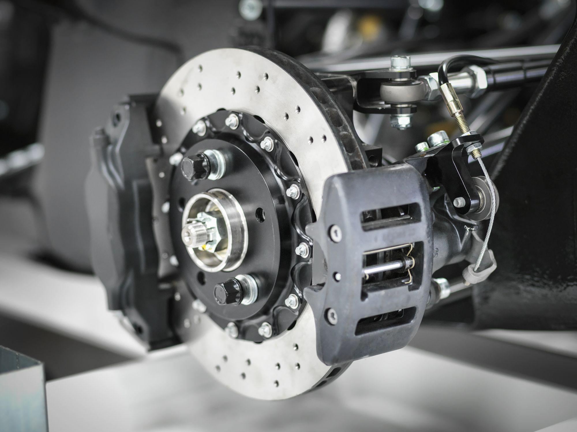 Ako často je potrebné meniť brzdy na aute? kotúčová brzda